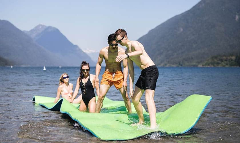Best Floating Water Mats of 2019 – Fun and Relaxation Rolled in One